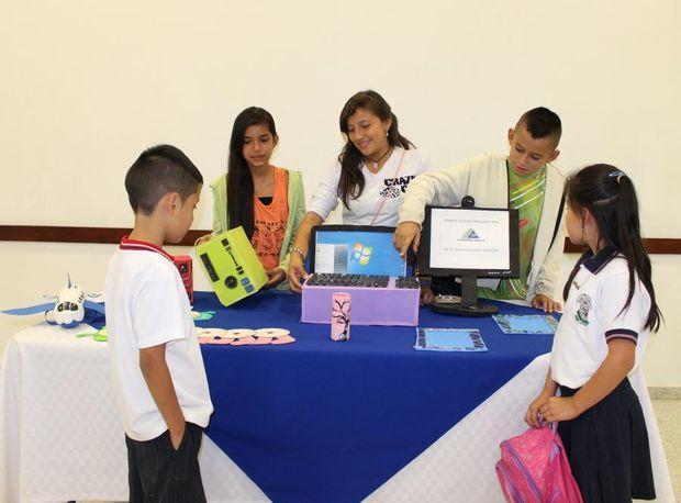 Durante la jornada los niños asistentes, aprendieron con la muestra tecnológica que tenían preparada los estudiantes del programa JEC, el adecuado uso de varios programas digitales y su utilidad dentro del contexto académico.