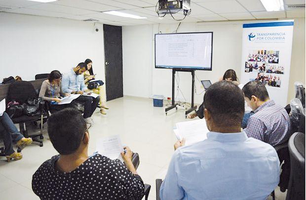 La organización Transparencia por Colombia lleva a cabo una serie de talleres a nivel nacional para advertir sobre los riesgos, pero sobre todo para hacer recomendaciones en aras de mejorar los procedimientos/ Fotografía: suministrada.